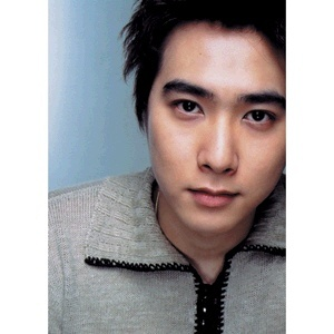 Someone with short hair & eyes that I can gaze forever~~