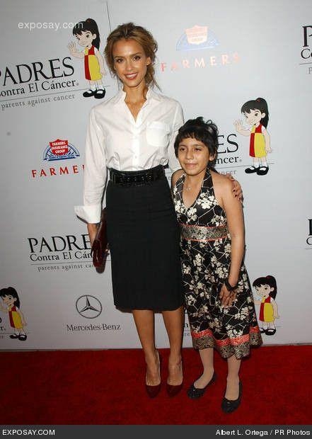 Foto de Jessica Alba y Padres Contra El cáncer (una organización hispana)