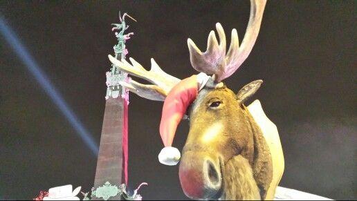 Un enorme reno en la plaza Santa Caterina