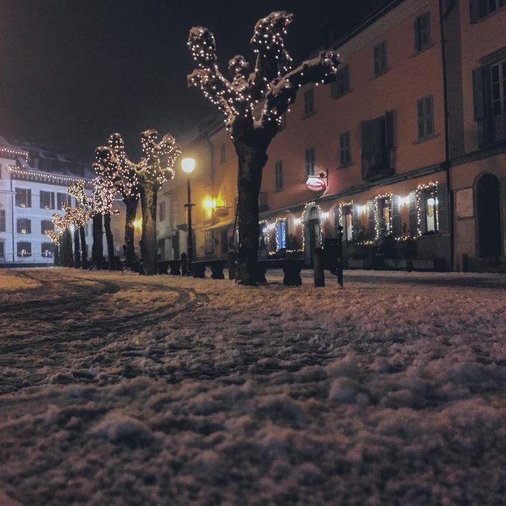 """Cade la neve"" #callme_blest #piemonte #santamariamaggiore #vallevigezzo #igers #inverno #2016 #neve #snow #snowontrees #winter #instagram #igerspiemonte #instapic #instaday #instadaily #photo #photogram #photooftheday #pgotography #italy #vigezzodascoprire"