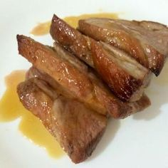 Aprende a preparar lomo de cerdo acaramelado al horno con esta rica y fácil receta. Para empezar a realizar el lomo de cerdo y la reducción de naranja, el primer...
