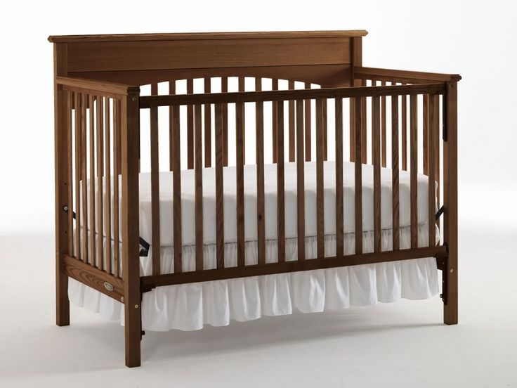 Graco Lauren Collection Classic Crib in Walnut
