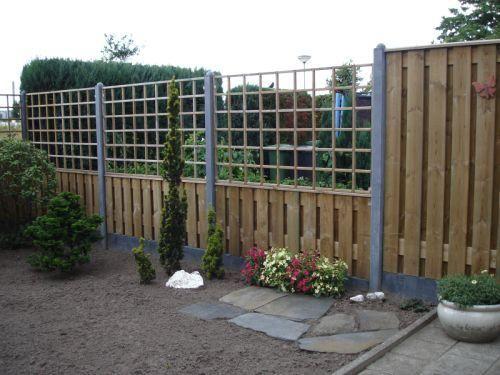 Het leveren en plaatsen van een 21 planks grenen hout/beton schutting. Betonplaten en palen in kleur: antraciet, betonpalen zonder bolletje. 6 dichte schermen en 1 half open (trelis) zoals op foto