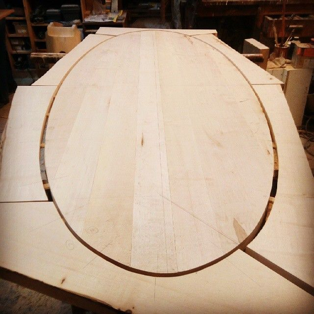 ecovastudesign / Hercik Residence / 2014 / ..preparing the rim of the oval table