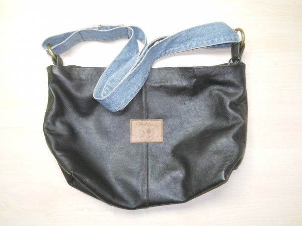 сумка из старой кожаной куртки, ремня от джинсового пальто и нашивки от джинсов. автор -  Уткина Наталья,Тюмень.