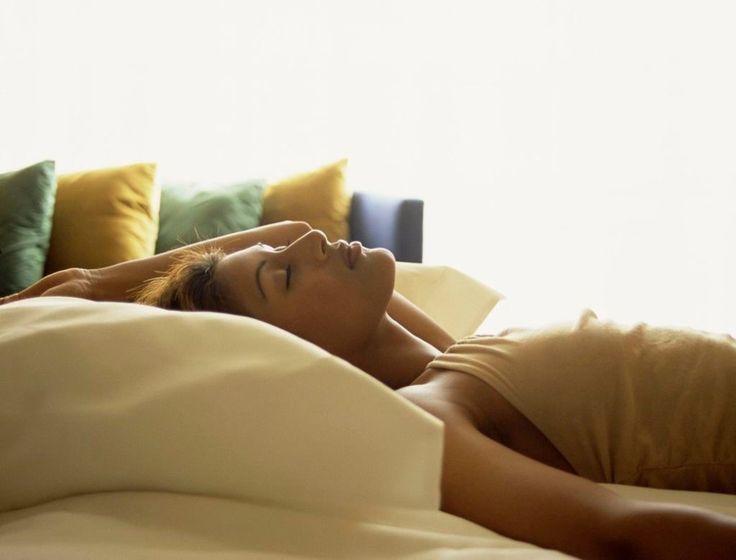 ПОЛЬЗА ДНЕВНОГО СНА http://pyhtaru.blogspot.com/2017/09/blog-post_915.html  Причины, почему полезно спать днем!  О том, что сон полезен, знает каждый из нас. И хотя необходимо спать от семи до девяти часов каждую ночь, если выспаться вам все равно не удалось, вы можете «добрать» недополученный сон в течение дня.  Читайте еще: ================================ СЕКРЕТ ТОЧКИ КОНФУЦИЯ http://pyhtaru.blogspot.ru/2017/09/blog-post_598.html ================================  Сон во второй половине…