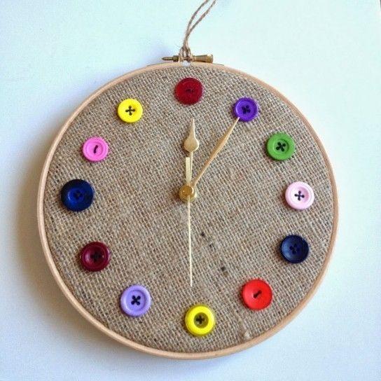 Orologio con i bottoni colorati