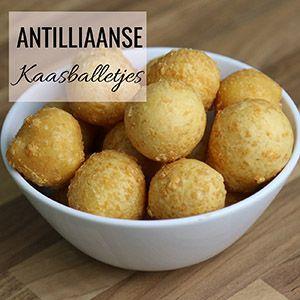 Het recept voor de échte Antilliaanse kaasballetjes vind je natuurlijk op antilliaans-eten.nl. Maak nu zelf de lekkerste kaasballetjes met ons video recept!