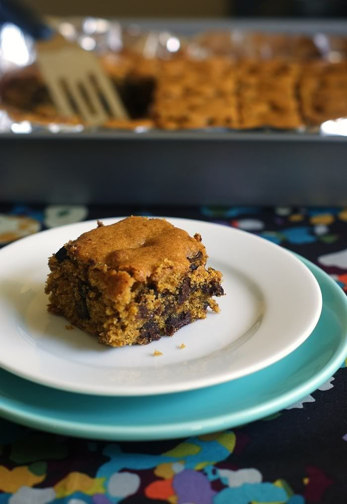 these are my very FAVORITE fall treat! :: Pumpkin Chocolate Chip Bars