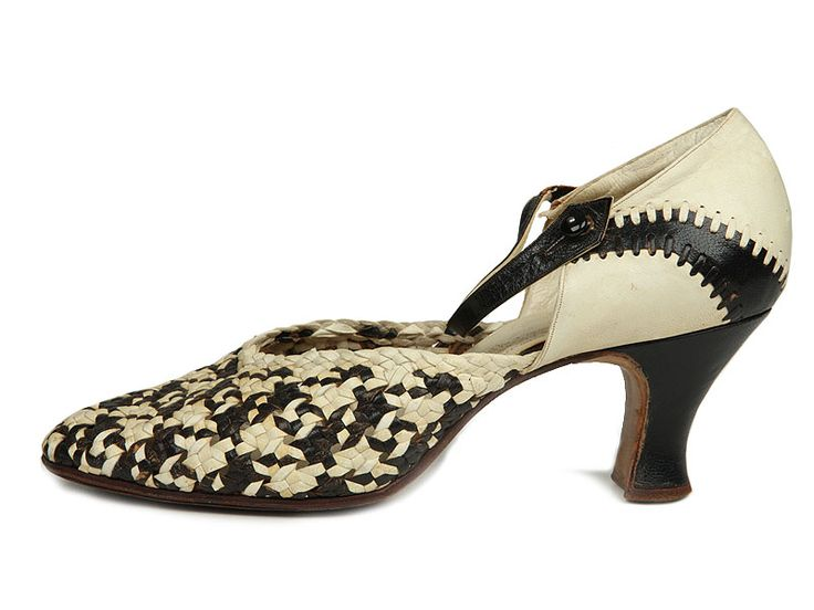 Shoe-Icons / Shoes / Black and whiteLeather Pump with Woven Vamps. France 1920s