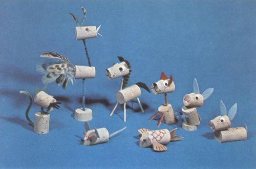 Dieren maken van kurk. Goedkope knutsel tips van Speelgoedbank Amsterdam voor ouders en kinderen. Doe-het-zelf goedkoop knutselen. Recycling , hergebruik  / DIY crafts / These cork animals are too cute!