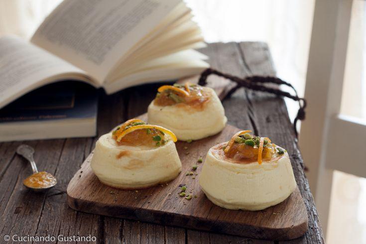 Sformatini di ricotta con marmellata http://blog.giallozafferano.it/toniaincucina/sformatini-di-ricotta-con-marmellata-di-agrumi-e-zenzero-antipasto-salato/