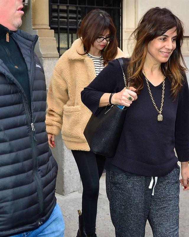 Leaving Her Hotel In New York February 14 Saliendo De Su Hotel En Nueva York Febrero 14 Outfits Abrigos Nueva York