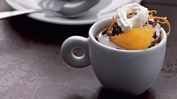 Кофе с апельсиново-шоколадным пломбиром и ромом