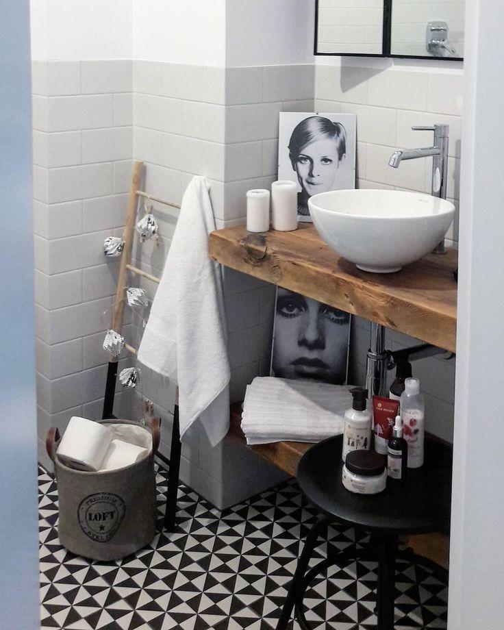 Dieses Badezimmer ist einfach WOW! Schöne Fliesen, natürl …