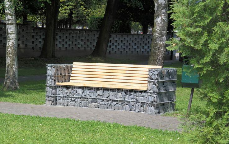 Inspirasjon | Veslemona - sofa i gabion med treverk og grå stein