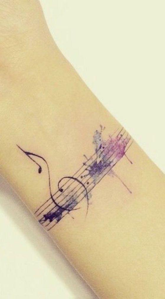 bonito tatuaje de brazo - Music tattoo woman