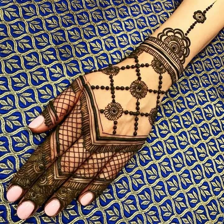 Henna tattoo: flawless in detail & a beautiful alternative to the ink tattoo