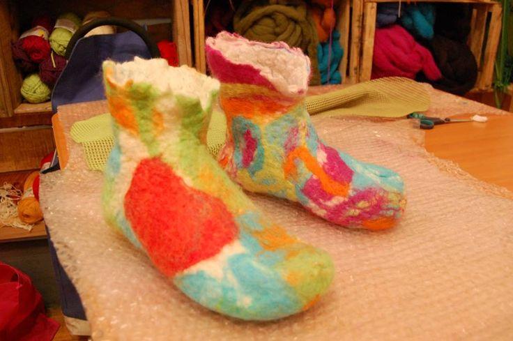 Zapatos en fieltro amasado