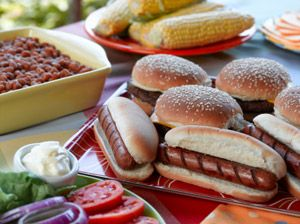 Hot dogs, hamburgers, baked beans and corn on the cob. Classic camping fare!: Summer Eating, Summer Food, Grilled Food, Summer Meals, Summer Barbeque, Picnics Tables, Picnics Food, Hot Dogs