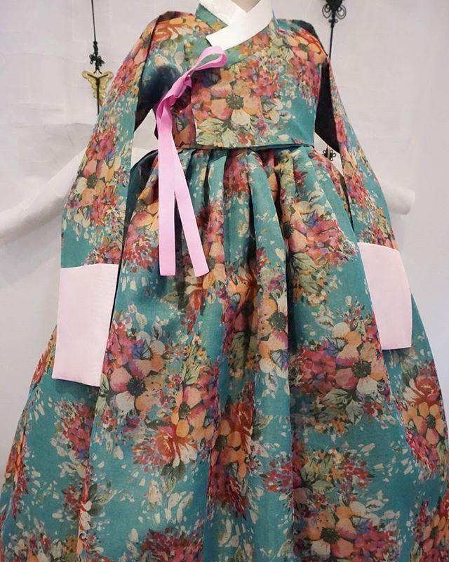 풍경한복의 꽃 프린팅 한복입니다.  #풍경한복 #맞춤한복 #한복 지은이#김복희