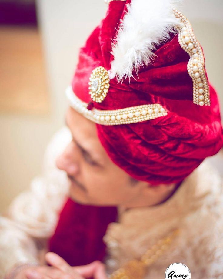 Red Velvet!  #Velvet #red #pagri #pagdi #indian #groom #wedding #shaadi #wedzo #Ideas #inspiration #Accessories