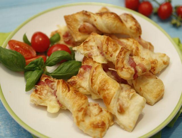 Baconös-sajtos rudak leveles tésztából Recept képpel - Mindmegette.hu - Receptek