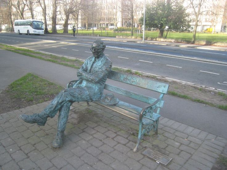 Patrick Kavanagh statue on the Grand Canal