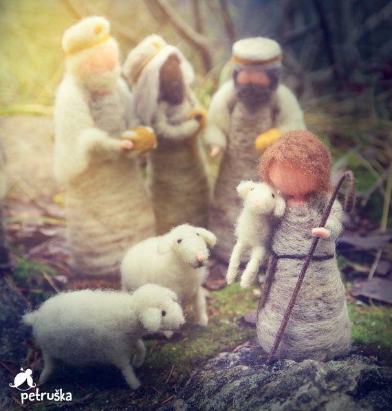 Nativity set   De set omvat: 1 Joseph, 1 Mary, 1 baby Jezus.  De grootte van de poppen is ongeveer 15-18 cm, (6-7,5) kindje Jezus 7cm (2,7-inch)  Ik accepteer de aangepaste bestellingen voor deze scène. Het zal duren een 14 dagen tot de unieke figuren maken. Zij kunnen worden besteld allemaal samen, afzonderlijk of in kleine groepen. Meer cijfers kunnen worden toegevoegd volgens volgorde.  Ze zal teder worden verpakt en verscheept naar je. Als u wenst te kopen meer items-please contact met…