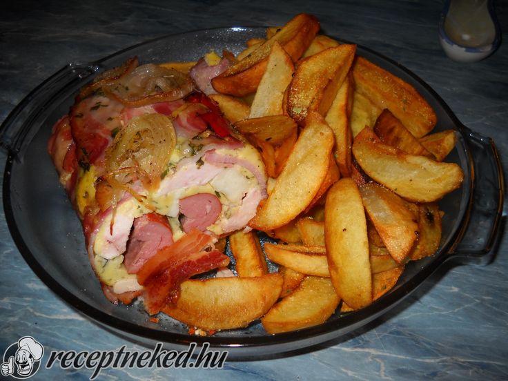 Hozzávalók: 1 egész csirkemell 1 csomag szeletelt kolozsvári szalonna 1 pár virsli 30 dkg sajt 2 tojás kevés liszt - lehet helyettesíteni étkezési keményít