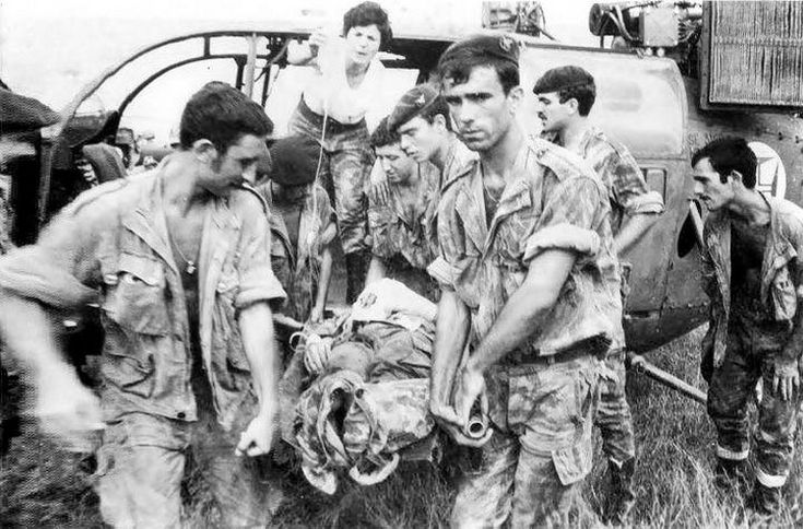 Evacuation by helicopter (Alouette) of wounded Portuguese soldier - African Colonial War 1961/74