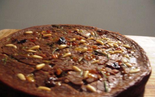 La pattona si prepara mettendo a bollire un litro d'acqua per versarci poi di colpo tutta la farina di castagne, successivamente si toglierà la pento...