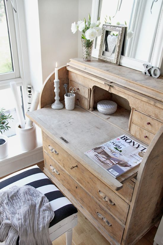 @Alison Hobbs Seery Behan...pity Dave won't let you do something with that old desk....it could be really cute....