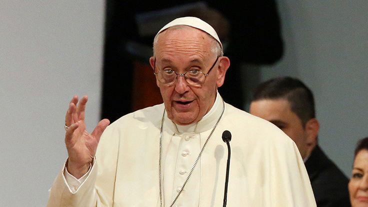 Teólogos conservadores acusan al papa Francisco de propagar la herejía - RT en Español - Noticias internacionales