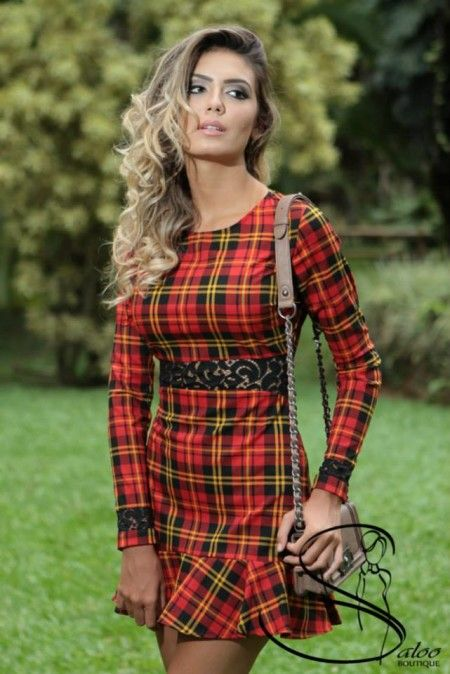 vestido xadrez com babado curto