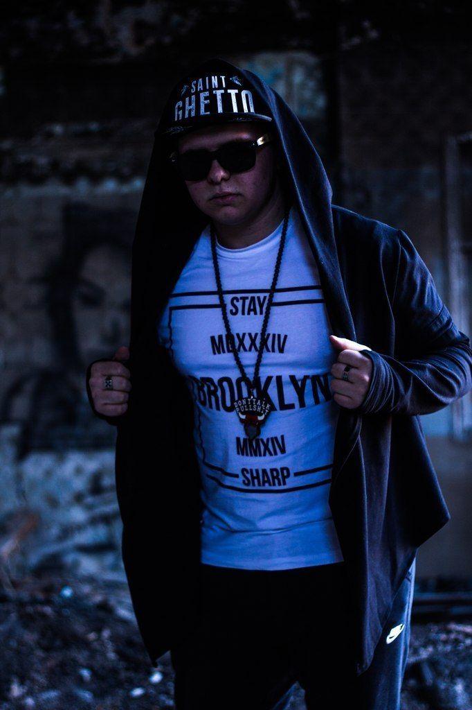 Шили мантию для молодого рэп исполнителя