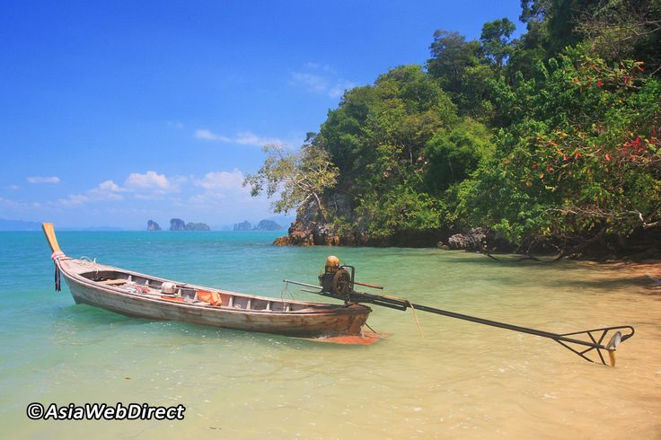 Koh Yao Noi and Koh Yao Yai are a pair of large islands in the middle of Phang Nga Bay, equidistant to Phuket and the Krabi mainland. While the pace of development is accelerating on Koh Yao Noi in particular, the islands remain a quiet refuge that feels far
