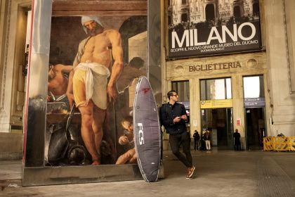 Milano: i cartelloni pubblicitari sostituiti da opere d'arte dal fotografo francese Etienne Lavie.