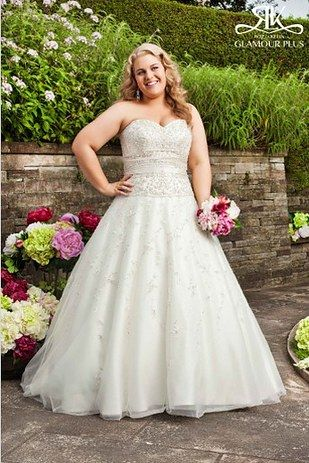 This gown from Roz La Kelin Glamour Plus Collection | 31 Jaw-Dropping Plus-Size Wedding Dresses