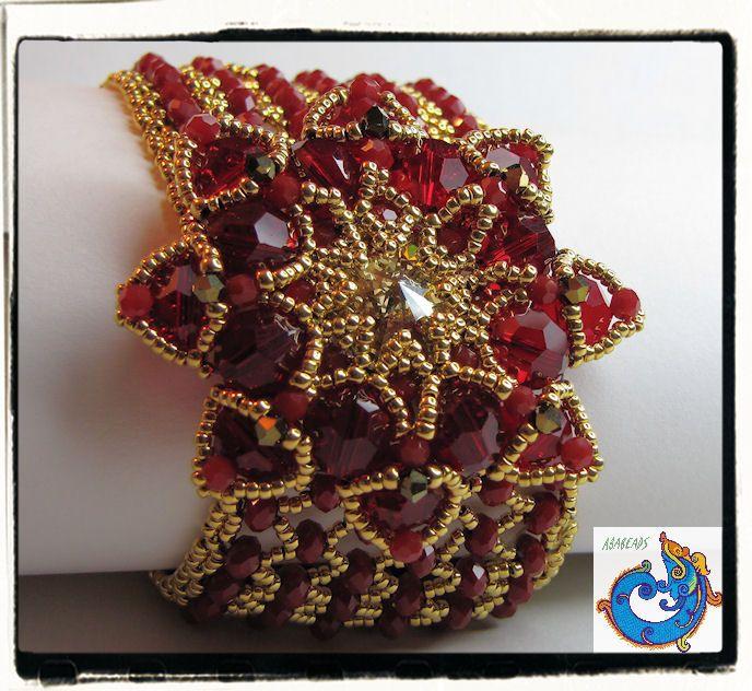 Una hermosa pulsera con la Granada de Trytobead, ideada por mi gran amiga Tata de illusionbazaar.blogspot.com/ con cristales swarovski y seed beads 24 kt gold plated www.ababeads.blogspot.com