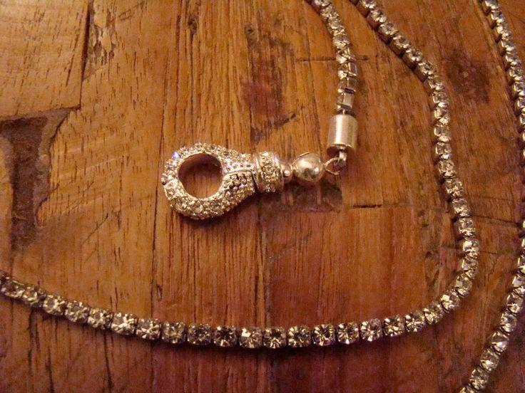 Cintura di strass con chiusura gioiello magntica