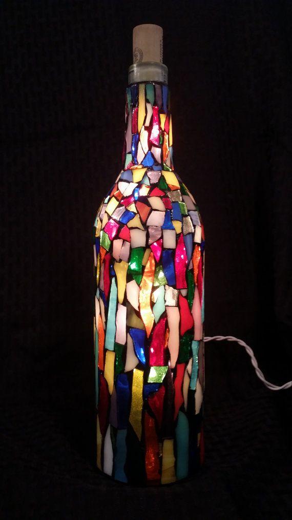 die 25 besten beleuchtete weinflaschen ideen auf pinterest weinflaschen basteleien. Black Bedroom Furniture Sets. Home Design Ideas
