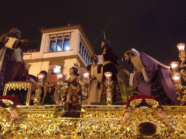 Martes Santo. Dulce Nombre. La Bofetá. Jesús ante Anás en la Campana #elllamador16 #canalsurradio #martessanto #semanasanta #sevilla #misterio #oro #paso #cristo #night #anas #barco #campana #picoftheday #picofthenight #instagood #instamoment #instagram #incienso #candelabros #potencia #lights #wood #art #religion by el_llamador_csr