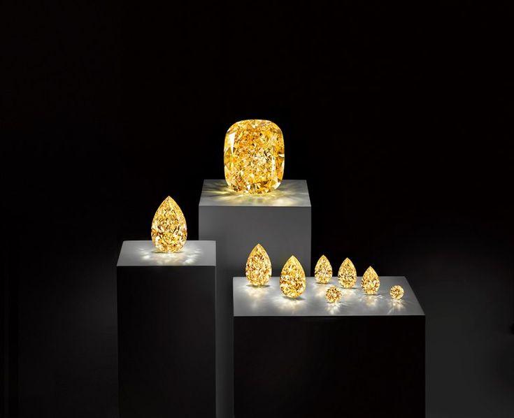 【SPUR】グラフの世界最大級132.55カラット イエローダイヤモンドが日本初上陸   南アフリカ南部に位置するレソト王国のレツェング鉱山で発掘された、299カラットの原石を自社でカットした貴重なもの。そのほか、同じ原石からカットされた6つのペアシェイプと2つのラウンドブリリアントカットイエローダイヤモンド(最大は21.34カラット)もある。