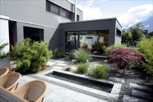 Moderne gartengestaltung mit wasserbecken google suche for Gartengestaltung hofeinfahrt