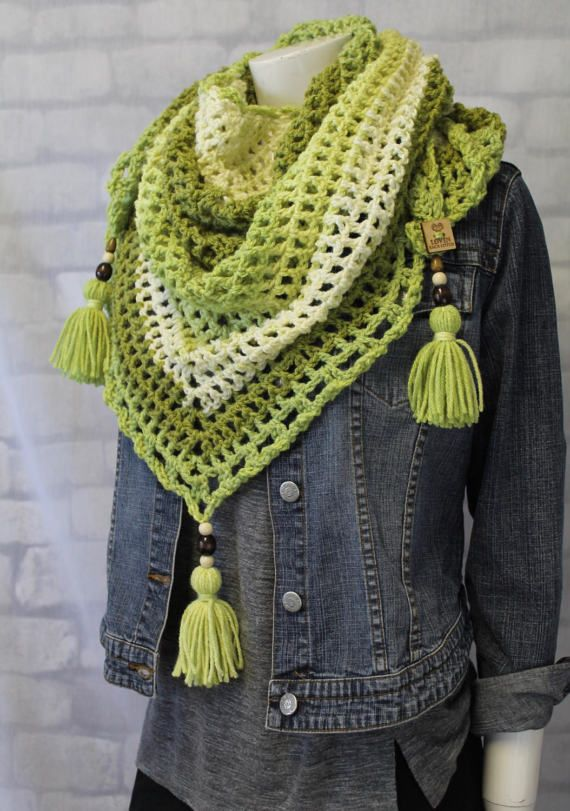 Lovely green crochet triangle scarf, perfect for chillly evenings out. Plus...wooden BEADED tassels adorn each corner of the scarf. Must have! #greenscarf #trianglescarf #knit #crochet #caroncakes #tassels #pompoms #woodenbeads #winterscarf #fallscarf