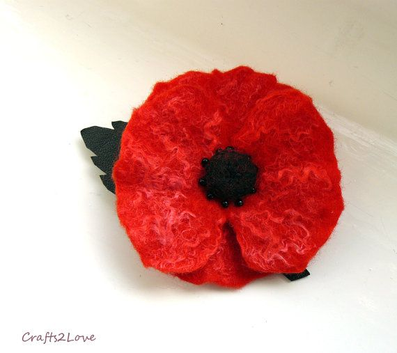 Red Poppy Pin. Remembrance poppy lapel pin. Small by Crafts2Love