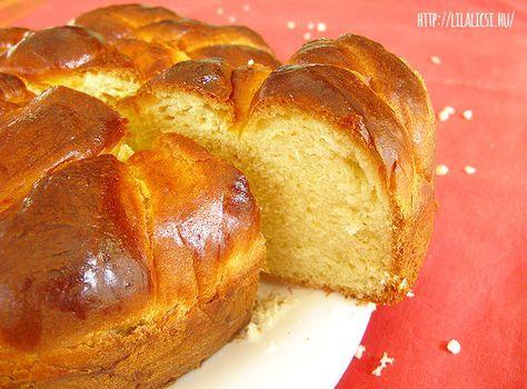 Foszlós bélű, édes ízű, ünnepi kalács, amit leginkább a Húsvéti ünnepek alkalmából készítünk. Ha van egy jó receptünk, akkor még a kezdők is könnyen megbirkóznak, a kalács készítéssel.