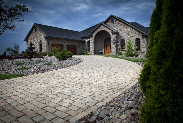 How much do Pavers Cost to install? (Get the inside scoop)