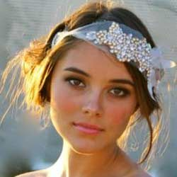 Wedding Hair Bands – Pearl Vs Crystal For A Bohemian Look?